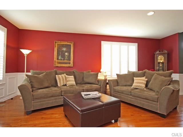 LIVING ROOM 2 PICES SET COUCH AND LOVE SEAT